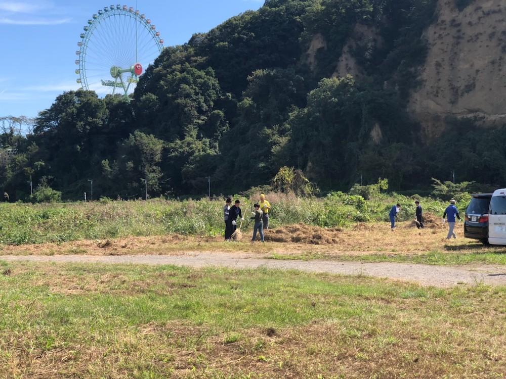 花火大会開催地の草刈りを行いました。